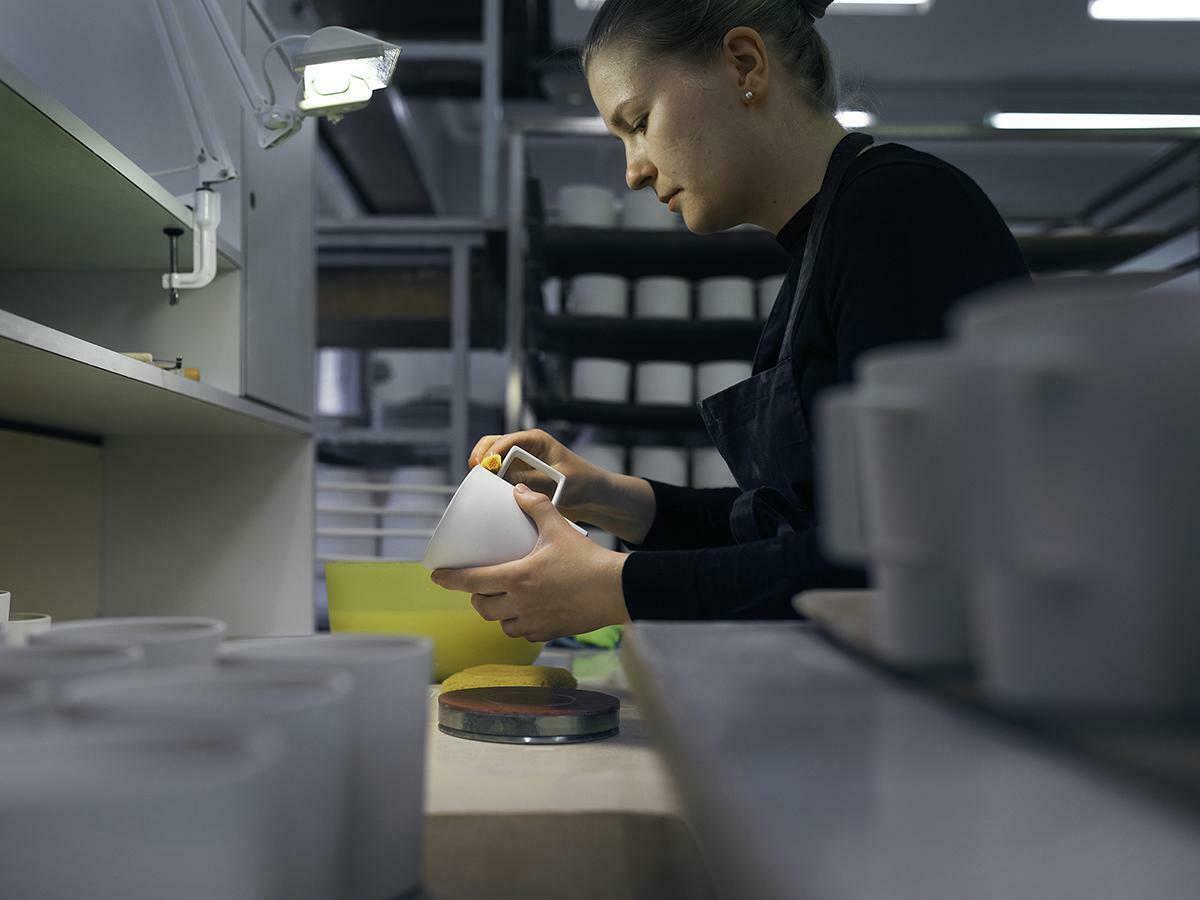 Muotoilua vaalitaan jokaisessa työvaiheessa suunnittelusta viimeistelyyn – näin valmistuu mukimme